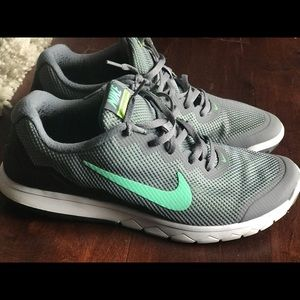 Nike size 11 teal and gray tennis shoes